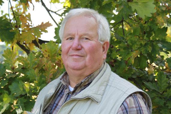 Dr. Eberhard Schneider