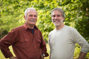 Dr. Hans-Joachim Mader (links) und sein Nachfolger Dr. Christof Schenck, der neue Ratsvorsitzende der Stiftung Naturlandschaften Brandenburg. Foto: Sebastian Hennigs