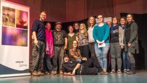 Wilde Poetinnen und Poeten auf der Bühne (Foto: Ike Noack)